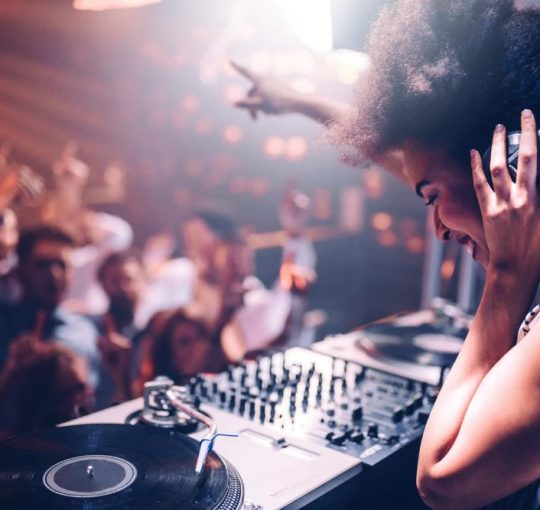 4 Reasons To Hire A DJ For Your Corporate Event